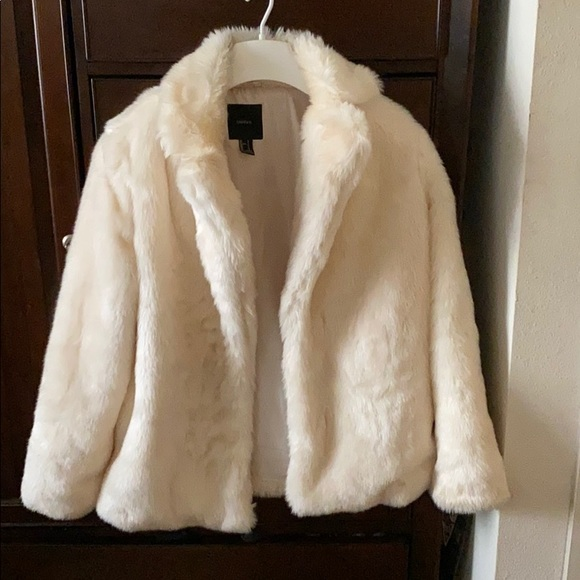 Forever 21 Jackets & Blazers - Forever 21 faux fur coat